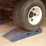 2.Zestaw 4 szt. podnóżków dla kół (na wysokość 100mm) — pozwalają dodatkowo zwiększyć wysokość furgonetki, jeśli jest zbyt mała, aby osiągnąć poziom bramy do doku.