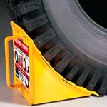 1. Kliny do blokowania kół — dodatkowa ochrona wózka przed ruchem (blokowanie tylnych kół) podczas załadunku i rozładunku.